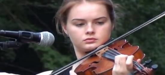 Zabrzmiała muzyka tam gdzie tor krzyżuje się z drogą na klasztor (FILM)