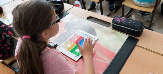 Nowe obostrzenia. Całe szkoły w trybie zdalnym (VIDEO)