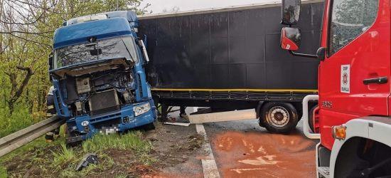 Samochód ciężarowy blokował drogę (FOTO)