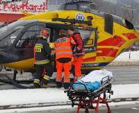 Karambol na krzyżówce. Dziewczynkę śmigłowcem przetransportowano do szpitala (NOWE ZDJĘCIA, FILM)