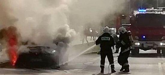 Płonący samochód! Włączył klimatyzację i zobaczył dym (FOTO)