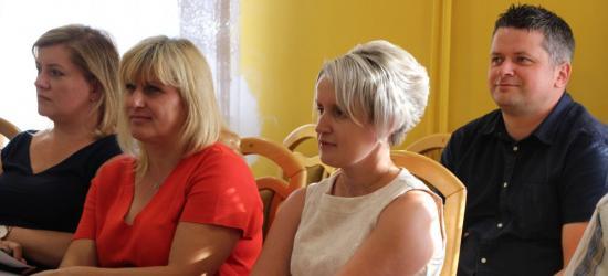 """GMINA ZAGÓRZ: Mieszkanka poprosiła o pomoc dla uczniów z Zahutynia. """"Nie chowajmy głowy w piasek"""" (FILM, ZDJĘCIA)"""