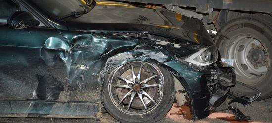 REGION. Zderzenie dwóch osobówek i ciężarówki. Trzy osoby w szpitalu (ZDJĘCIA)