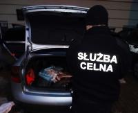 Obywatel Ukrainy przyłapany na kontrabandzie. Przewoził 348 paczek papierosów