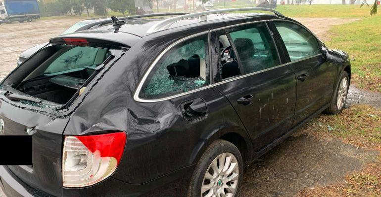 SANOK: W nocy zdewastowano zaparkowany samochód. Siekierą? (ZDJĘCIA)