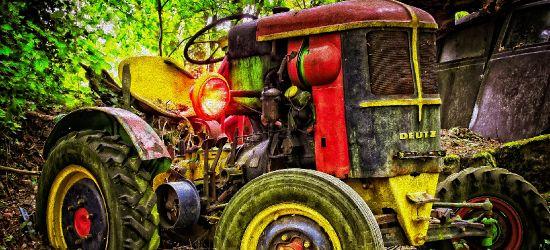 AKTUALIZACJA. Mężczyzna wpadł pod traktor