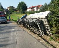 Zderzenie dwóch ciężarówek. Kierowca volvo z obrażeniami (ZDJĘCIA)
