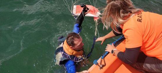 BIESZCZADY: Ratownicy WOPR wyławiali z jeziora spadochroniarzy (FOTO)