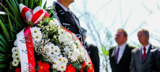 Złożyli kwiaty i wiwatowali! W Zagórzu świętowano uchwalenie Konstytucji 3 Maja (ZDJĘCIA)
