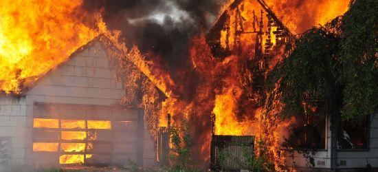 Pożar gospodarstwa agroturystycznego! 8 zastępów straży walczy z ogniem