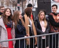 SANOK: Barierki, policja i dwie manifestacje na Rynku. Strajk kobiet i obrońców praw życia (ZDJĘCIA)