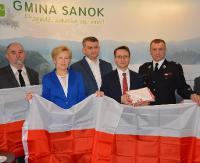 GMINA SANOK: Flagi Narodowe dla Niebieszczan (ZDJĘCIA)