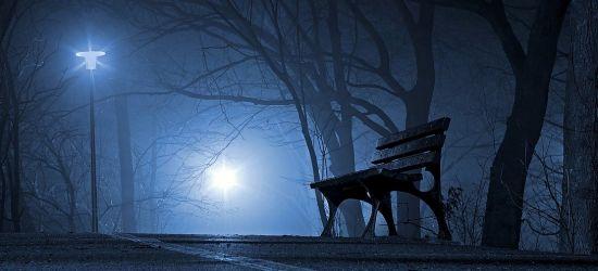 SANOK: Przemoczona siedziała na ławce. Interwencja uratowała jej życie