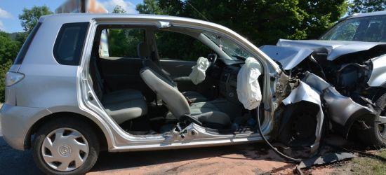 21-latek stracił panowanie nad pojazdem. Czołówka osobówek (FOTO)