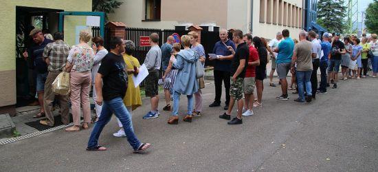 """SANOK: """"Dantejskie sceny"""". Ludzie czekają w kolejce kilka godzin (VIDEO)"""