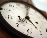 Zmiana czasu z letniego na zimowy – kiedy przestawiamy zegarki?