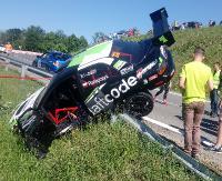 Ratajczyk i Serafin wylądowali na barierkach. Pożar w samochodzie Czecha (ZDJĘCIA)