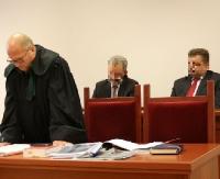 GMINA KOMAŃCZA: Na ławie oskarżonych zasiedli samorządowcy. Wójt i jego zastępca podejrzani o łapówkarstwo