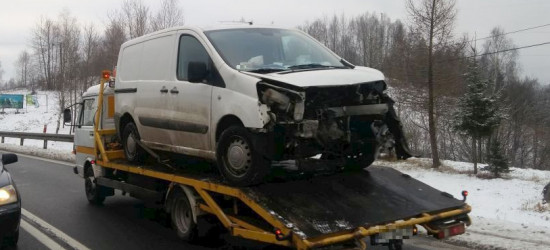 Niebezpiecznie w Uhercach. Zderzenie dwóch pojazdów (ZDJĘCIA)