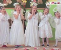 """SANOCKA AKCJA ŚPIEWANIA KOLĘD: Przedszkole nr 2 w Sanoku, ul. Sadowa – """"Nie miały Aniołki choinki na święta"""" (FILM)"""