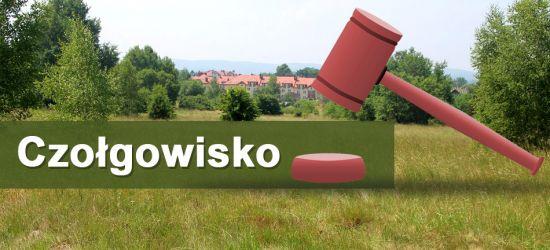 """SANOK. """"Czołgowisko"""" znów na sprzedaż. 5,5 tys. zł za ar (ZDJĘCIA)"""