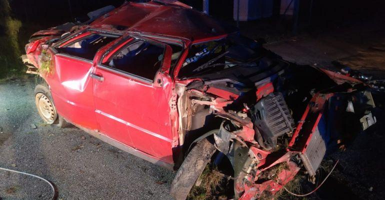 POWIAT SANOCKI. Samochód wypadł z drogi i dachował. 19-letni kierowca pijany! (ZDJĘCIA)