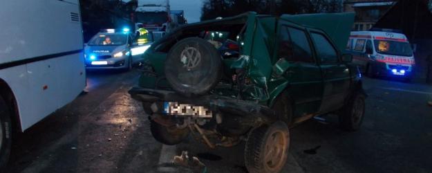 AKTUALIZACJA: Wypadek w Zagórzu. Zderzenie autobusu i dwóch osobówek (ZDJĘCIA)
