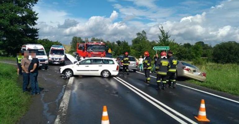 Zderzenie kilku samochodów w Pisarowcach (FOTO)