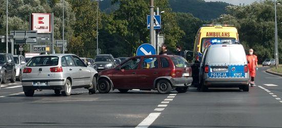 SANOK: Zderzenie na skrzyżowaniu i najechanie na tył pojazdu! (FOTO)