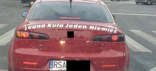 """Samochód z sanocką rejestracją i napisem: """"Jedna kula jeden Niemiec"""" (FOTO)"""