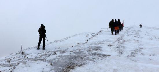 Nie brakuje amatorów wędrówek. Bądźcie ostrożni w górach! (ZDJĘCIA)