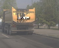 SANOK DĄBRÓWKA: Ciężarówka gubi ładunek. Uwaga kierowcy! (ZDJĘCIA INTERNAUTY)