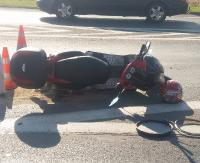AKTUALIZACJA: Kierujący oplem nie ustąpił pierwszeństwa jednośladowi. Motorowerzysta trafił do szpitala (ZDJĘCIA)