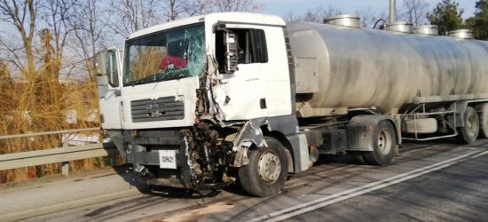 Utrudnienia na drodze do Rzeszowa. Zderzenie dwóch ciężarówek i dostawczaka!