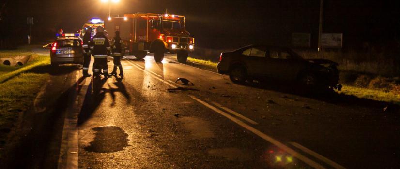 AKTUALIZACJA: Pijany pędził volkswagenem. Zjechał na przeciwległy pas i uderzył w pojazdy jadące z naprzeciwka (NOWE ZDJĘCIA)