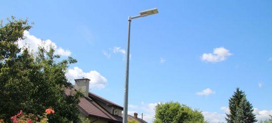 Miasto zamontowało lampy solarne. Reagują na ruch (ZDJĘCIA)
