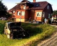 STARA WIEŚ: Dwa samochody w rowie i wahadło. Utrudnienia trwały ponad godzinę (ZDJĘCIA)