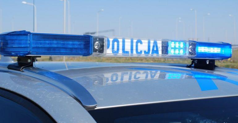 Policjanci wciąż kontrolują przestrzeganie obostrzeń sanitarnych