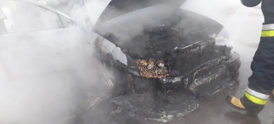 REGION: Ford zapalił się podczas jazdy (FOTO)