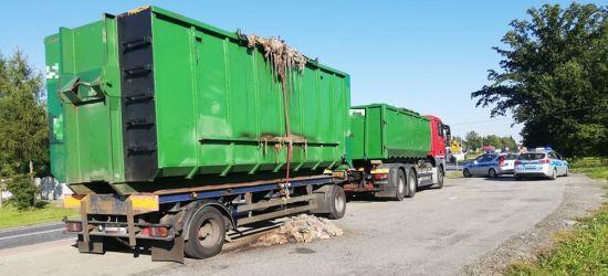 Wnętrzności i fekalia z ubojni wylewane z ciężarówki (VIDEO, ZDJĘCIA)