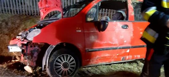 Wypadek we Wzdowie. Jedna osoba ranna (ZDJĘCIA)