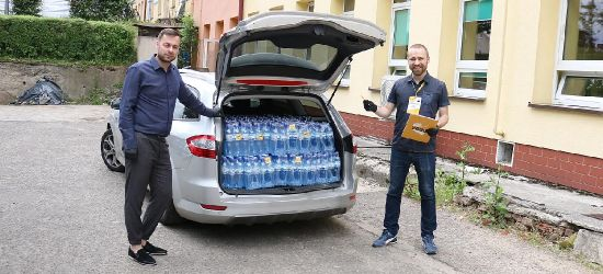 900 butelek wody dla szpitala w Sanoku (ZDJĘCIA)