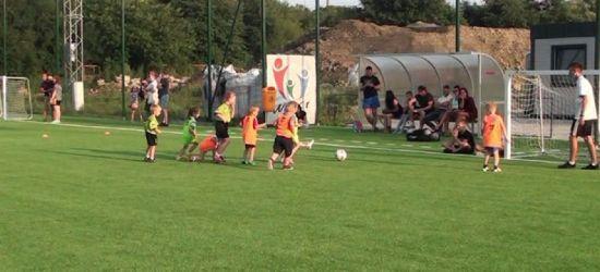 Przygoda z Akademią Piłkarską rozpoczęta. Czy rośnie nam gwiazda futbolu? (VIDEO)