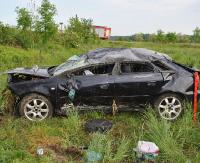 REGION: Pijani dachowali samochodem i uciekli z miejsca wypadku (ZDJĘCIA)