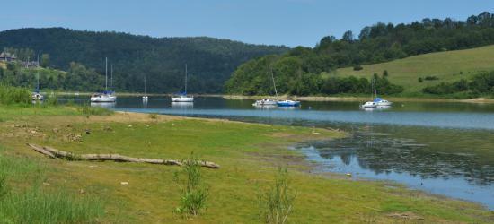 BIESZCZADY: Niski poziom wody w Jeziorze Solińskim (ZDJĘCIA)