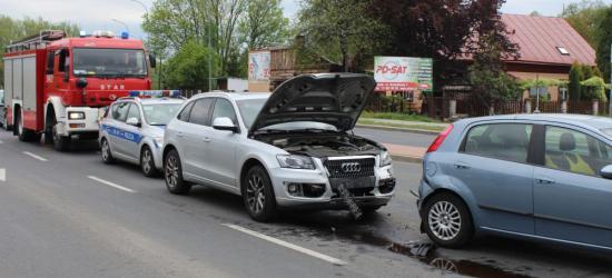 Zderzenie trzech osobówek na skrzyżowaniu Mickiewicza z Królowej Bony. Jedna osoba w szpitalu. Sprawca miał prawie 4 promile! (ZDJĘCIA)