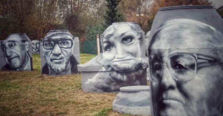 Portrety artystów na studzienkach – wyjątkowe dzieła sanoczanina Arkadiusza Andrejkowa (ZDJĘCIA)