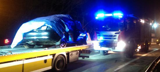AKTUALIZACJA: Zderzenie osobówki i pojazdu ciężarowego. Nie żyje jedna osoba (ZDJĘCIA)