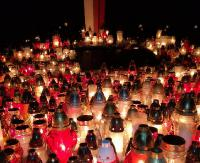 SANOK: Tysiące zniczy zapłonęło na cmentarzach. Centralny po zmroku (ZDJĘCIA)