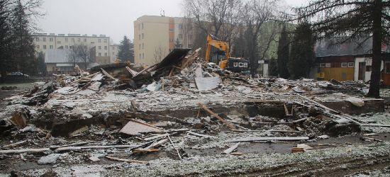 """SANOK: Przedszkole, bar, komisja wyborcza. Budynek """"Sanoczanki"""" w rozbiórce (VIDEO, ZDJĘCIA)"""